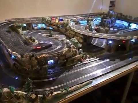 Circuito de slot con tren scalextric youtube for Decoracion circuitos slot