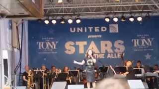"""Laura Michelle Kelly """"All That Matters"""" Stars in the Alley 2015"""