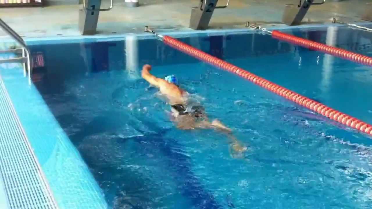 ivo alle prese coi i 50 mt stile libero nella piscina di
