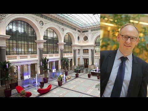 Le Décor éclectique De L'Atrium De L'hôtel Bergère - Paris