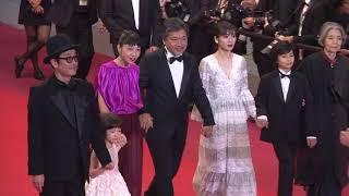 是枝監督、キャストが仲良く手をつないで登場/映画『万引き家族』カンヌレッドカーペット