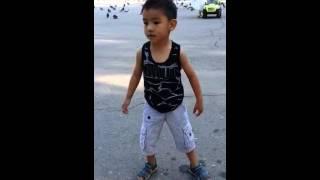 Мой сын танцует электрик буги часть вторая)))