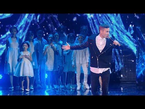 Антон Азаров и хор Игоря Крутого - Миллионы /LIVE/ Рождественская песенка года 2017.