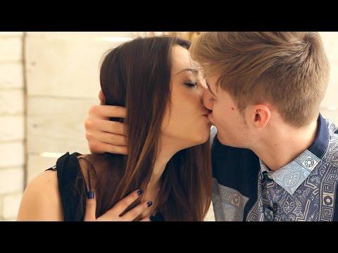 Как поцеловать девушку в первый раз в школе