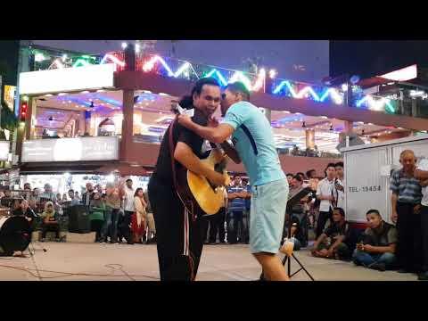 Bob Kena Cium Pak Arab Kerana Sedap Bawa Lagu  Arabic,,Habibi Ya Nour El Ein,,di Sentuhan Buskers