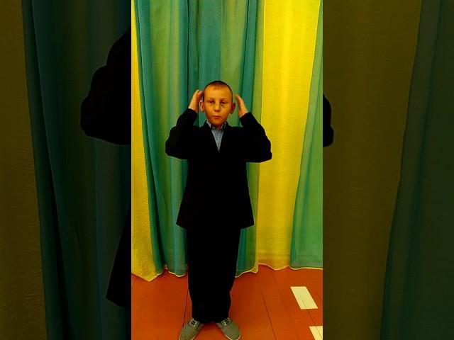 Изображение предпросмотра прочтения – РадикНикитин читает произведение «Мартышка и очки» И.А.Крылова