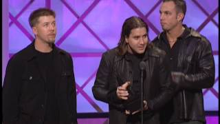Creed wins Favorite Alternative Artist Award -- AMAs 2001