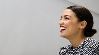 Alexandria Ocasio-Cortez hace historia y se convierte en la congresista más joven en EE. UU.