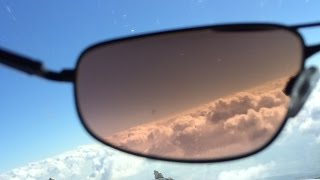 Polarized vs Non Polarized Sunglasses for Flying