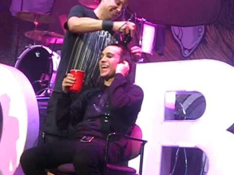 death of the emo haircut (mark hoppus shaves pete wentz)