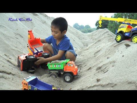 Bóc hộp chiếc xe máy xúc mới tại bãi cát, excavators, trucks, dump trucks, Kênh Em Bé ♥