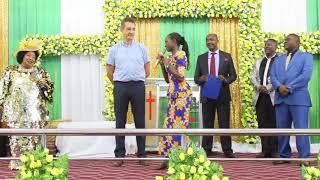 Apata muujiza wa ajabu kanisani  Msikilize