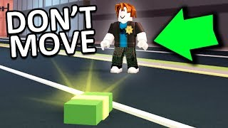 DON'T MOVE TO WIN ROBUX (Roblox)