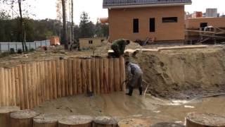 Укрепление берега бревном лиственницы,погружение деревянного шпунта с помощью гидроразмыва почвы.(, 2015-12-05T11:13:10.000Z)