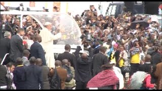 Pope Francis arrives at UoN for Mass