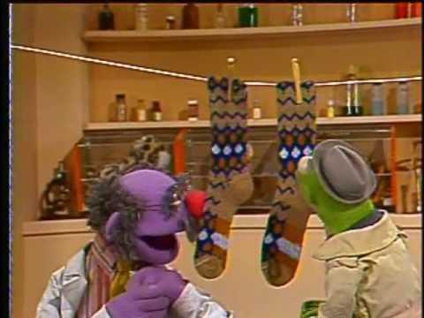 Sesame Street News Flash - Foot Snuggies