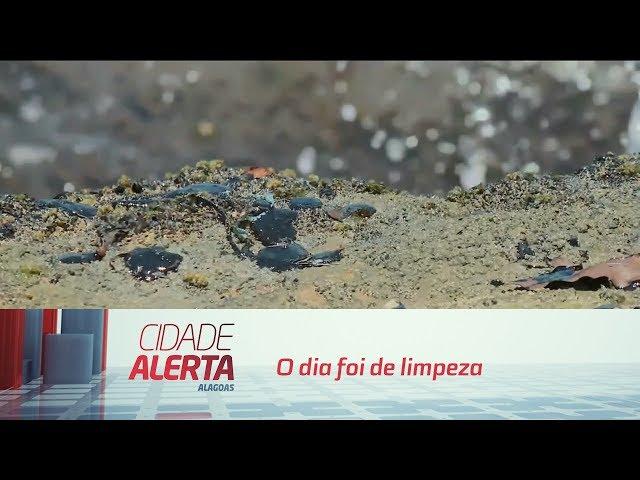 ''Tapete '' de óleo toma conta de areia na praia de Japaratinga