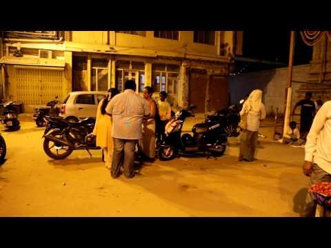 Błogosławienie skutera przed Someshwara Temple