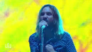 Tame Impala - Feels Like We Only Go Backwards (du Grand Journal, France 2016)