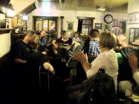 Live folk music in The Fishermans Taverns 4 - Dundee 2012