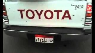 لحظة تعامل الشرطة المصرية مع سيارة محملة ب 33 سلاح آلي