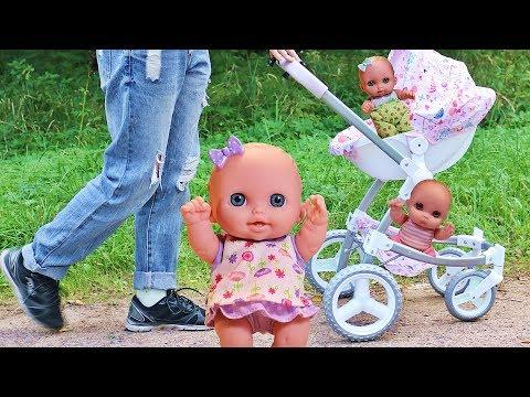 Видео, Куклы Пупсики Прогулка в парке. Коляска для кукол и игрушки для девочек на Зырики ТВ Детский Канал