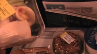 Путешествие по Тайланду: Перекус в самолете... дорога на Тайланд(Смотрите всё путешествие на моем блоге http://anzor.tv/ Мои видео путешествия по миру http://anzortv.com/ Форум Свободных..., 2012-01-24T15:23:57.000Z)