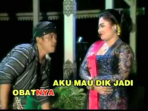YouTube - Campursari Sakit Cinta Voc. Anik Sunyahni & Sentot S..flv