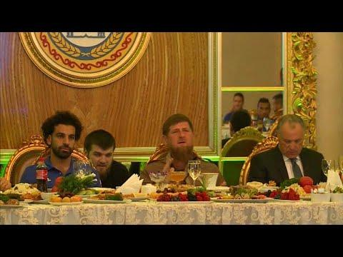 شاهد: نجوم المنتخب المصري في ضيافة رمضان قديروف  - نشر قبل 18 دقيقة