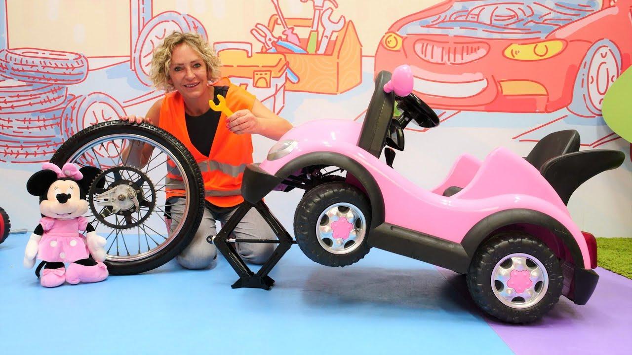 Nicoles Spielzeug Werkstatt - Wir reparieren Minnies Autos - Spielzeug Video für Kinder