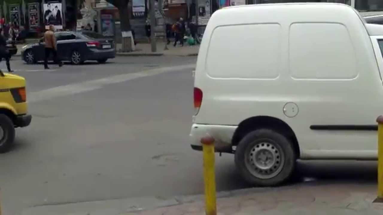 O nesimțită și-a lăsat mașina pe trecerea de pietoni la KM0