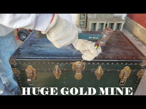 MONEY In OLD Storage TRUNK From Locker At The Unit Auction / Real Life Storage Wars 12-26-18