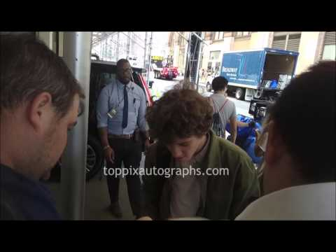 Art Parkinson  SIGNING AUTOGRAPHS while ting in NYC