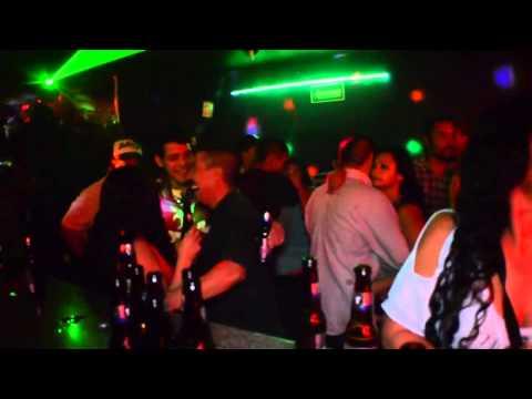 CUMBIA BAR DOS PASITOS (VIDEO OFICIAL) - DJ PUCHO, CHUKOS COLOMBIA Ft DJ COMPIRI