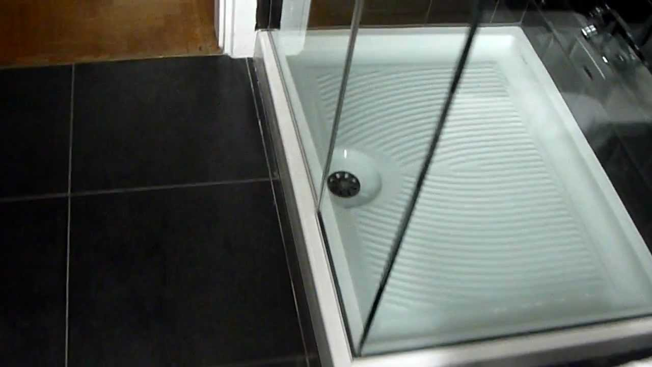 Box doccia senza telaio in cristallo temperato ad angolo for Doccia solare da giardino leroy merlin