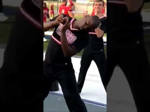 Guy cheerleader is funny asf 😱😂😂😂😂😂🔥
