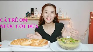 Cá Trê Om Nước Cốt Dừa Béo Ngậy Ăn Kèm Bánh Mì Giòn Nóng Hổi | Ngân Mint
