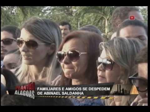 Familiares e amigos se despedem de Abinael Saldanha