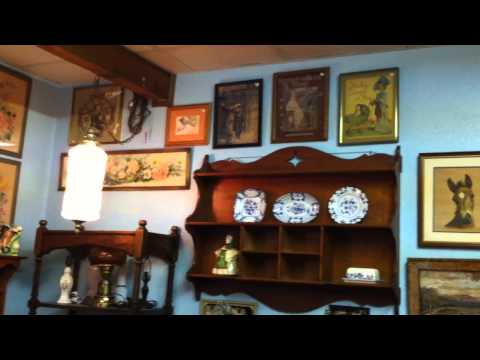 Cole's Fleamarket - Antique Village - Lynn's Shoppe, Part II - IMG_1120.MOV