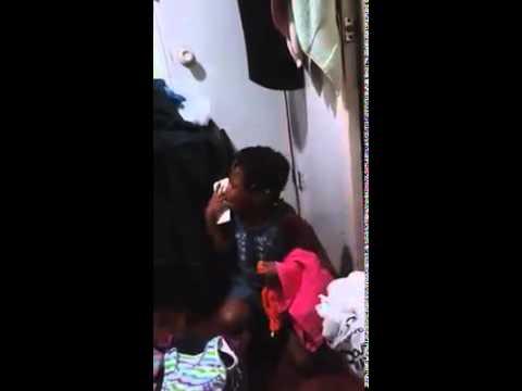 Jeune fille qui parle créole haïtien