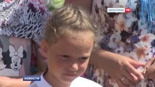 В Евпатории провели массовое крещение в море