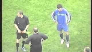 Судью отправили в нокаут на футбольном поле. ШОК! Не красивый футбол.