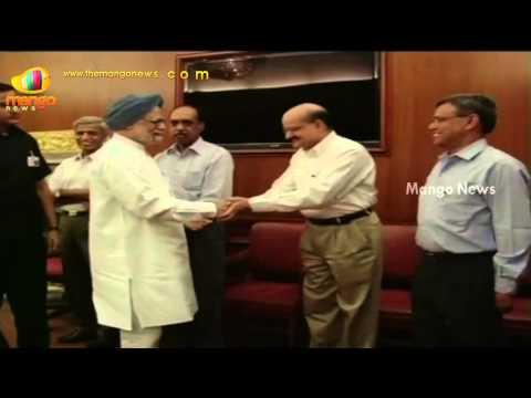 PM Manmohan Singh bids goodbye to his staff
