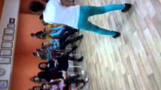 12 летняя тевченка танцует прикольно.