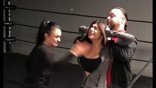 Download Video Luchadora golpea a Mia Khalifa en los senos (2 veces) MP3 3GP MP4