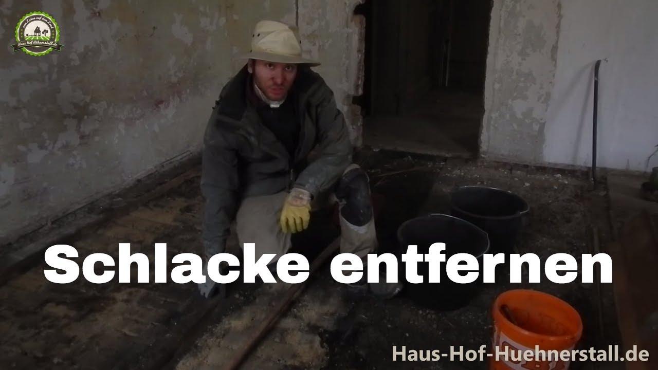 schlacke aus alter holzbalkendecke entfernen - youtube