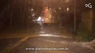 Chuva causa alagamentos em Goiânia