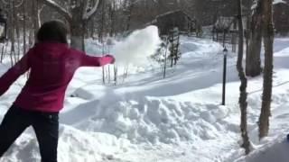 Boiling water in tнe Canadian winter