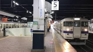 (右)普通中津行(左)普通下関行 415系同時発車 小倉駅