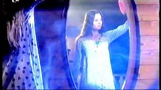 Cymbelín Před zrcadlem dívka stojí